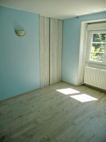 interesting sol chambre et faux bois with parquet flottant bleu. Black Bedroom Furniture Sets. Home Design Ideas